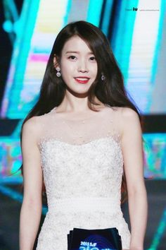 IU is a korean celebrity : singer and actress she debuted in under loan entertainment 👩👩 Korean Model, Korean Singer, Iu Fashion, Korean Fashion, Korean Girl, Asian Girl, Korean Celebrities, Korean Actresses, Korean Beauty