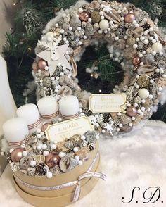 Christmas Advent Wreath, Christmas Wreaths To Make, Christmas Mood, Christmas Crafts, Flower Shop Decor, Christmas Photography, Xmas Decorations, Christmas Inspiration, Halloween