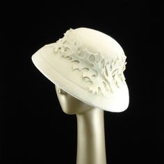 CLOCHE HAT White Felt Hat with Leaves. Just love the oak leaves.  #millinery #judithm #hats