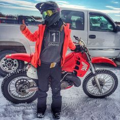 Our very own Ami Houde traded in the dirt for some snow moto action… Cafe Racer Girl, Cafe Racer Build, Bmx Bikes, Sport Bikes, Dirt Scooter, Bmx Pro, Motocross Girls, Moto Bike, Honda Motorcycles
