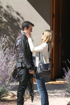 October 2012: After their August engagement, Jennifer Aniston finally showed off her huge diamond ring while staying in Santa Fe, NM, with Justin Theroux.