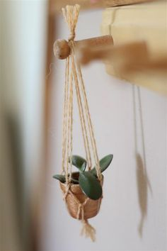 emuse: Retrocraft: Tiny macrame plant hanger