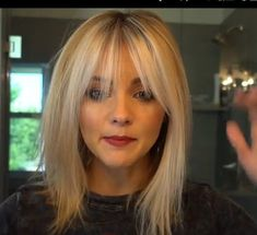 Pin by Extens Hair on Extension Cheveux Blond Clair - Extens Hair in 2019 Blonde Hair With Bangs, Short Hair With Bangs, Thin Hair, Hair Bangs, Thick Bangs, Wispy Bangs, Short Blonde, Medium Hair Styles, Short Hair Styles