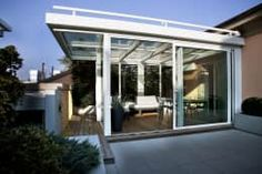 Veranda su terrazzo: Terrazza in stile di luca bianchi architetto