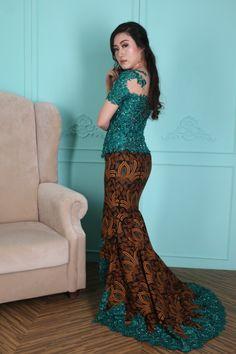 Indonesian Kebaya, Kebaya Bali, Indonesian Wedding, Batik Kebaya, Batik Dress, Muslim Gown, Kebaya Muslim, Kebaya Modern Dress, Kebaya Dress