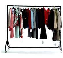Winkeliers kunnen de kleding via een rolrek bij ons brengen, vanuit dit opzicht werken wij verder.