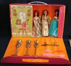 Vintage - Topper Dawn Doll Case with Dawn, Glori, & Angie  Angie was my favorite