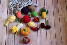 Produce Pattern Round Up - links to free patterns to create this toy market bag full of produce