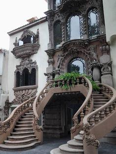 Arquitectura neocolonial en Polanco – Decor is art Brick Architecture, Victorian Architecture, Beautiful Architecture, Beautiful Buildings, Architecture Details, Beautiful Places, Brick Cladding, Brick Facade, Brickwork