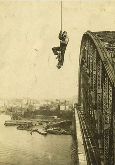 March The Sydney Harbour Bridge turned 82 years old! This photo shows a dogman - a person who directs the operation of a crane by riding on the lifted object - during construction of the bridge. Sydney City, Sydney Harbour Bridge, Sydney Area, Old Photos, Vintage Photos, Antique Photos, Australia Day, Historical Pictures, Photo And Video