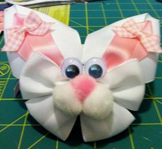 bunny with a bow - Yahoo Image Search Results Diy Hair Bows, Ribbon Hair Bows, Diy Bow, Bow Hair Clips, Ribbon Art, Ribbon Crafts, Band Kunst, Holiday Hair Bows, Hair Bow Tutorial