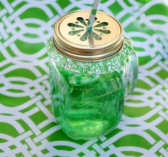 Straws and Sipping Jars | Mason Jar with Handle and lid-16oz | Green Toys, Gifts & Party Supplies at Green Party Goods