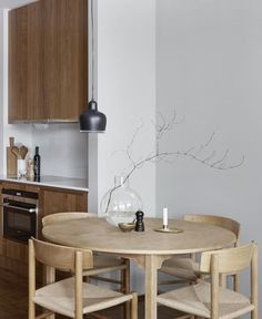 Quirky Kitchen Decor Stylish apartment in wood and grey - via Coco Lapine Design.Quirky Kitchen Decor Stylish apartment in wood and grey - via Coco Lapine Design Home Interior, Kitchen Interior, Decor Interior Design, Interior Styling, Kitchen Decor, Kitchen Modern, Quirky Kitchen, Interior Colors, Wooden Kitchen