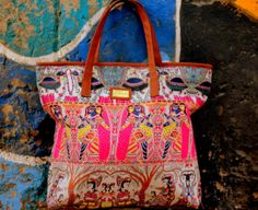 Tote Madhubani by O'Frida Bags Ethnic Chic, Indian Art, Fashion Art, Totes, Jewelry Accessories, Tote Bag, Boho, Clothing, Handmade
