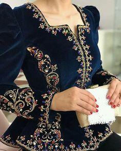 Embroidery Suits Design, Embroidery Dress, Fashion Drawing Dresses, Fashion Dresses, Indian Designer Outfits, Designer Dresses, Pakistani Party Wear Dresses, Velvet Dress Designs, Fancy Kurti
