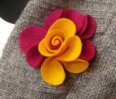 Felt flower brooch Felted Wool Crafts, Felt Crafts, Fabric Crafts, Fabric Brooch, Felt Brooch, Brooch Pin, Brooches Handmade, Handmade Flowers, Felt Flowers