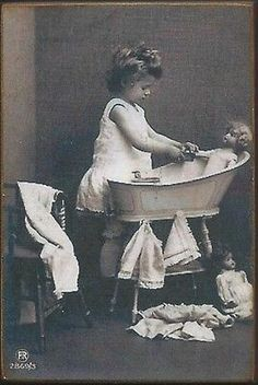 Wood-Magnet-Dolls-Little-Girl-Bath-Vintage-Style-53