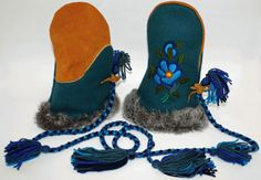Mittens from Tlicho Online Store in the Northern Territories Different Stitches, Nativity Crafts, Rabbit Fur, First Nations, Fur Trim, Moccasins, Art Work, Sewing Projects, Kittens