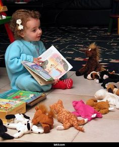 z- Child Reading to Stuffed Animals I Love Books, Good Books, Books To Read, Storybook Cottage, Early Readers, Book Images, Kids Reading, Book Reader, Cute Kids