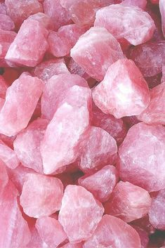 Quartz Rose Brut ☾ L'amour & la paix - Let's Play On The Moon Pink Gemstones, Crystals And Gemstones, Stones And Crystals, Pretty In Pink, Cute Pink, Pink Wallpaper, Wallpaper Backgrounds, August Wallpaper, Crystal Background