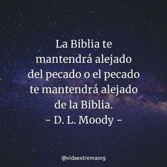 La Biblia te mantendrá alejadao del pecado o el pecado te mantendrá alejado de la Biblia. - D. L. Moody. #FrasesCristianas #VidaCristiana #PalabraDeDios #VidaExtremaOrg