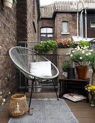 25 практичных идей для интерьера маленького балкона в российских квартирах. Эти советы помогут вам даже крошечный балкон сделать красивым и уютным. Читаем!