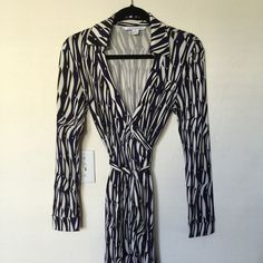 Diane von Furstenberg Wrap Dress Beautiful DVF wrap dress with 70's style collar. Length is above the knee. Perfect condition and only worn once. Diane von Furstenberg Dresses Midi