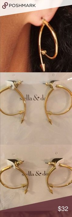 New In Box Stella & Dot Winding Arrow Earrings New in Box still in original wrapping.  The earring silhouette gives the illusion of a hoop earring with a modern twist.  Shiny gold metal I have priced these accordingly and cannot accept drastic offers.  Thank you for your consideration. Stella & Dot Jewelry Earrings