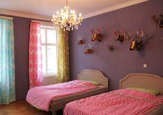 EIN HERZILEIN-APARTMENT FÜR WIEN Zuerst Kindermoden, dann eine Papeterie, jetzt ein Apartment. Sonja Völker vermietet ihre Herzilein-Unterkunft an Wien-Besucher, denen ein Hotel zu unpersönlich ist.