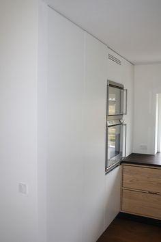 Køkkenvæg i sprøjtelakeret MDF #indreting #interior #furniture #design #snedkeri #handmade #rum4 #karstenk