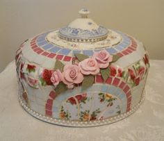 Mosaic Art by Myeuropeantouch...kinda sweet and girly but good idea.  Especially adding the top!