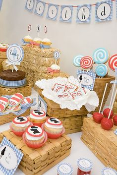 Kate Landers Events, LLC: Wizard of Oz Party and {Surprise Giveaway With The TomKat Studio}! Girl Birthday, Birthday Parties, Birthday Ideas, Birthday Celebration, Lila Party, Dorothy Wizard Of Oz, Cupcakes, Childrens Party, Party Printables