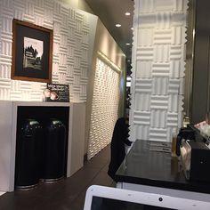 """【白いスタバ】  今日の仕事始めは、箱根駅伝の影響で メッチャ混んで忙しかったです^^; その疲れを癒すため、ネットニュースで 話題になっていた""""白いスタバ""""に 行ってきました!  本当に、店内が真っ白でなかなか 面白い空間が広がっておりました(^^) 1/12まで、新宿のサザンテラス店で 開催してますので、興味のある方は ぜひ行ってみてはいかがでしょうか?! これに伴う、限定メニューとかは 特に無いようですね笑  #latteart #barista #cafe #coffee #latte #japan #ラテアート #バリスタ #カフェ #コーヒー #カフェラテ #日本 #写真 #photo  #photogrid #photographer #instagram #instagrammers #カメラ #camera #スタバ #スターバックス #starbucks #限定 #新宿"""