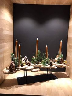 Christmas Trends, Christmas And New Year, All Things Christmas, Christmas Advent Wreath, Xmas Decorations, Flower Arrangements, Wreaths, Candles, Flowers