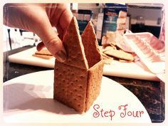 That Mommy Blog: Easy Gingerbread Houses (Part Tu-torial)