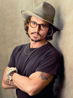 """""""Há quatro perguntas de valor na vida... O que é sagrado? De que é feito o espírito? O que é importante na vida, e por que vale a pena morrer? A resposta para cada uma é o mesmo. Apenas amor.""""  ―Johnny Depp"""