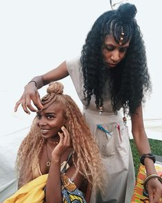 Super Hairstyles Half Up Half Down Curly Top Knot 44 Ideas Black Girls Hairstyles, African Hairstyles, Down Hairstyles, Braided Hairstyles, Cabello Afro Natural, Curly Hair Styles, Natural Hair Styles, Tribal Hair, Pelo Afro
