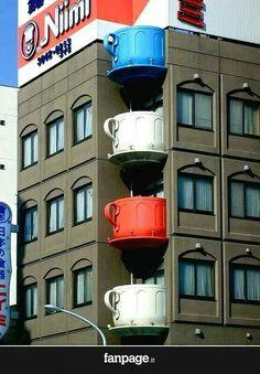 Tazze al posto di balconi, in Giappone