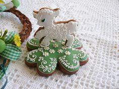 Perníček - Lamb On Clover Leaf St Patrick's Day Cookies, Baby Cookies, Iced Cookies, Cute Cookies, Easter Cookies, Easter Treats, Cupcake Cookies, Sugar Cookies, Cookie Decorating Supplies
