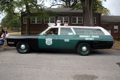 Old Police Cars, Military Police, Police Officer, Police Vehicles, Emergency Vehicles, Tactical Medic, Nypd Blue, New York Police, Police Uniforms