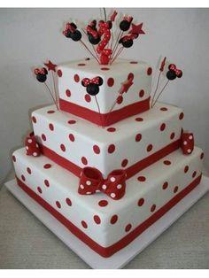 bolo quadrado branco e vermelho minnie