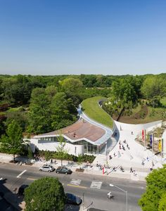 VISITOR CENTER BROOKLYN BOTANIC GARDEN'S BY WEISS AND MANFREDI