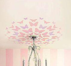 Décoration de plafond autour du luminaire