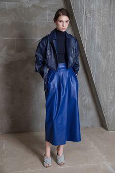 Vika Gazinskaya Fall 2017 Ready-to-Wear Fashion Show Collection: See the complete Vika Gazinskaya Fall 2017 Ready-to-Wear collection. Look 16 Style Bleu, Mode Style, Blue Fashion, Fashion 2017, Fur Clothing, Rocker, Lookbook, Fashion Show Collection, Leather Fashion