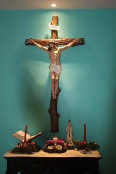 Catholic home altar idea with large crucifix, a Bible, and candles Home Altar Catholic, Roman Catholic, Altar Design, Prayer Corner, Les Religions, Spiritus, Prayer Room, Chapelle, Blessed Mother