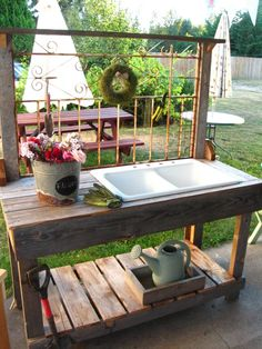 Potting Bench Ideas - Want to know how to build a potting bench? Our potting bench plan will give you a functional, beautiful garden potting bench in no time! Potting Bench With Sink, Outdoor Potting Bench, Potting Bench Plans, Potting Tables, Potting Sheds, Garden Sink, Garden Pots, Garden Table, Outdoor Projects