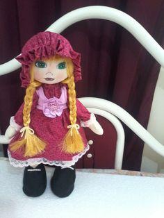 linda boneca russa que fica em pé,45cm olhos pintados a mão, produto feito com carinho <3