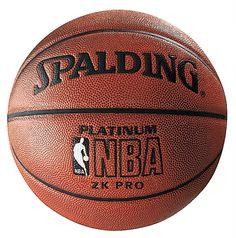 Dit is een basketbal voor mannen, die is groter dan die van de vrouwen.