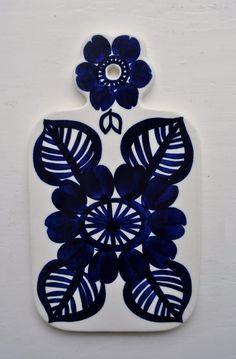 Arabia Finland Atelje Cobalt Blue Cheese Board Gunvor Olin Gronqvist GOG in Pottery & Glass, Pottery & China, Art Pottery Ceramic Pottery, Pottery Art, Cheese Boards, Blue Cheese, Scandinavian Design, Cobalt Blue, Finland, Simple Designs, Beautiful Things