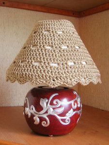 Lampshade cozy / cover pattern by Maria Isabel - free crochet pattern Easy Crochet Projects, Crochet Crafts, Crochet Ideas, Crochet Round, Free Crochet, Crochet Lampshade, Cozy Cover, Make A Lamp, Lamp Cover